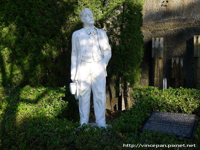 普契尼雕像