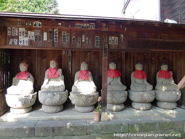 國分寺門口右側的佛像
