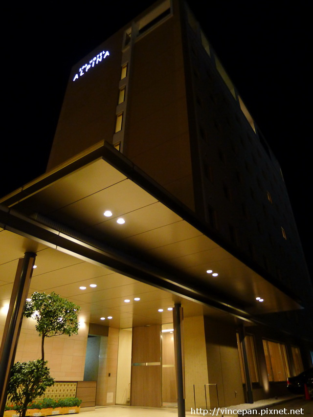 Alpina 飯店晚間外觀