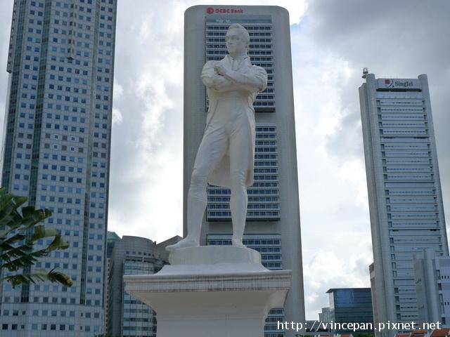 萊佛士爵士銅像 日