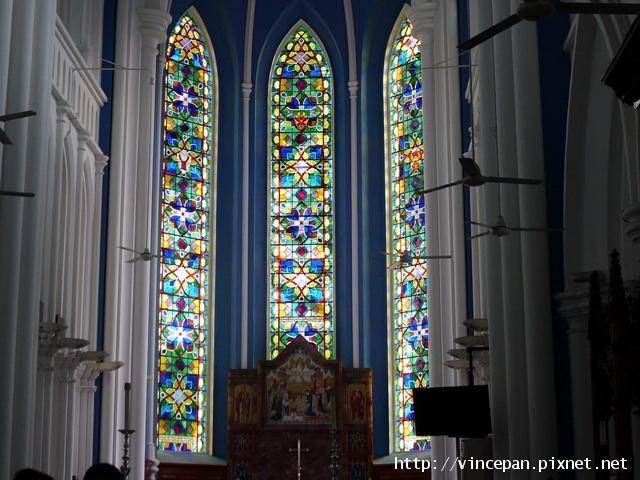 聖安德烈教堂的彩繪窗