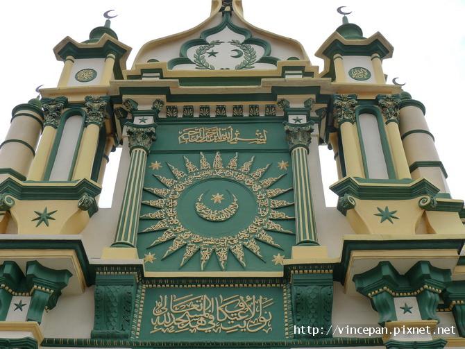 阿都卡夫回教堂  彎月塔尖