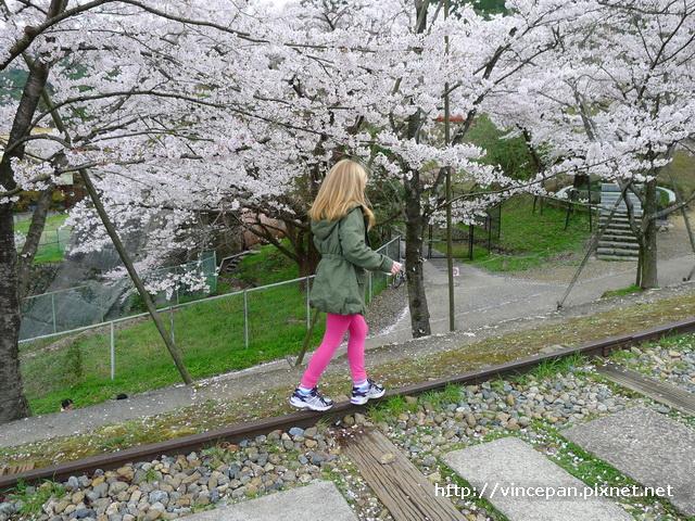 蹴上鐵道 小女孩