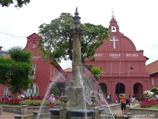 維多利亞女皇噴泉 與教堂