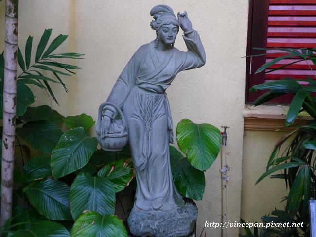 Hotel Puri 美女雕像