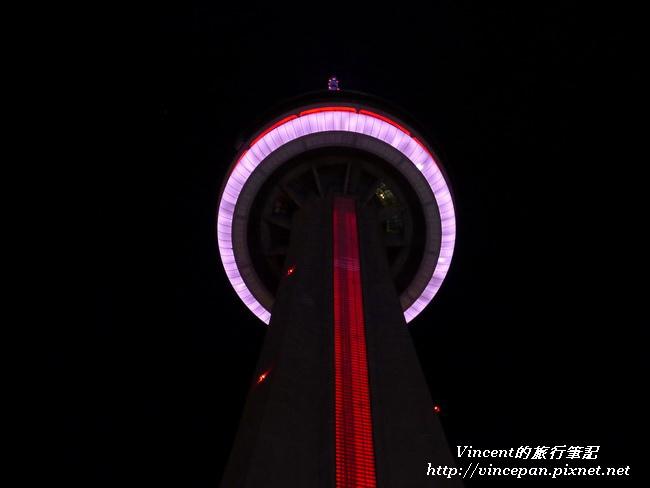CN Tower 仰望 夜景