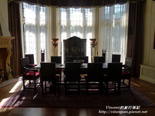 圖書室的會議桌
