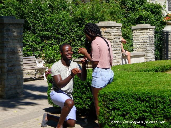 黑人情侶求婚