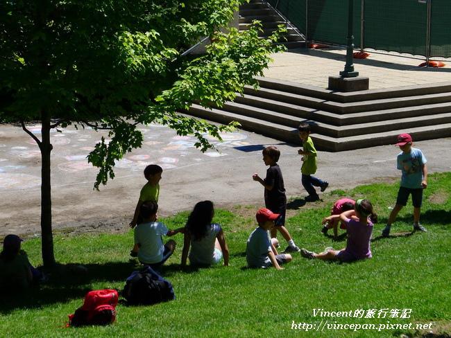 大學內小朋友野餐