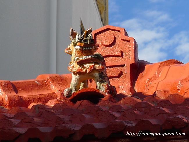 招福獅 屋頂1