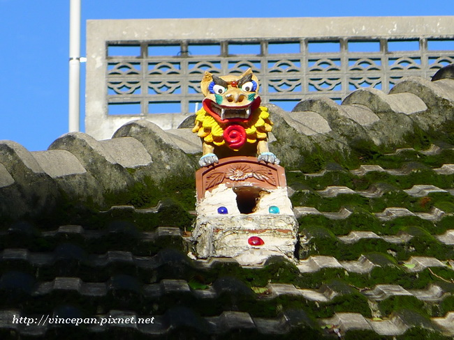 招福獅 屋頂2