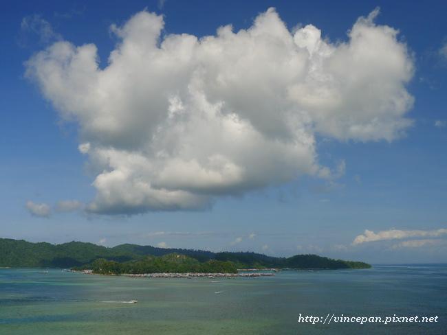 雲 加雅島