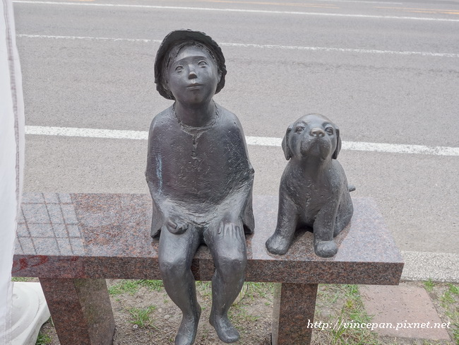 路上的銅雕