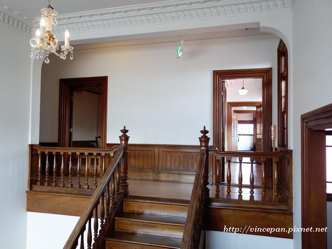 通向二樓的樓梯