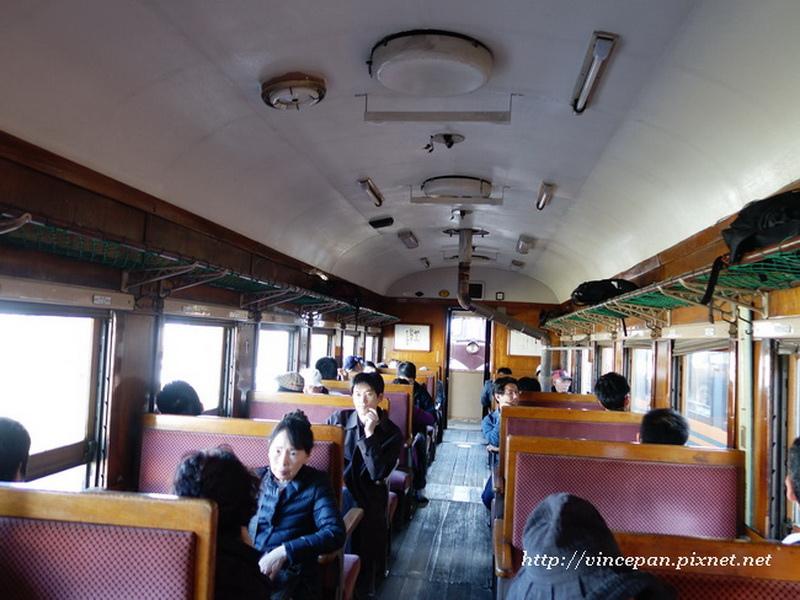 暖爐列車內部