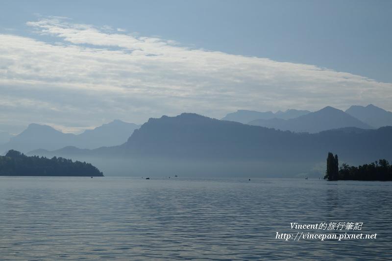 湖面飄渺1