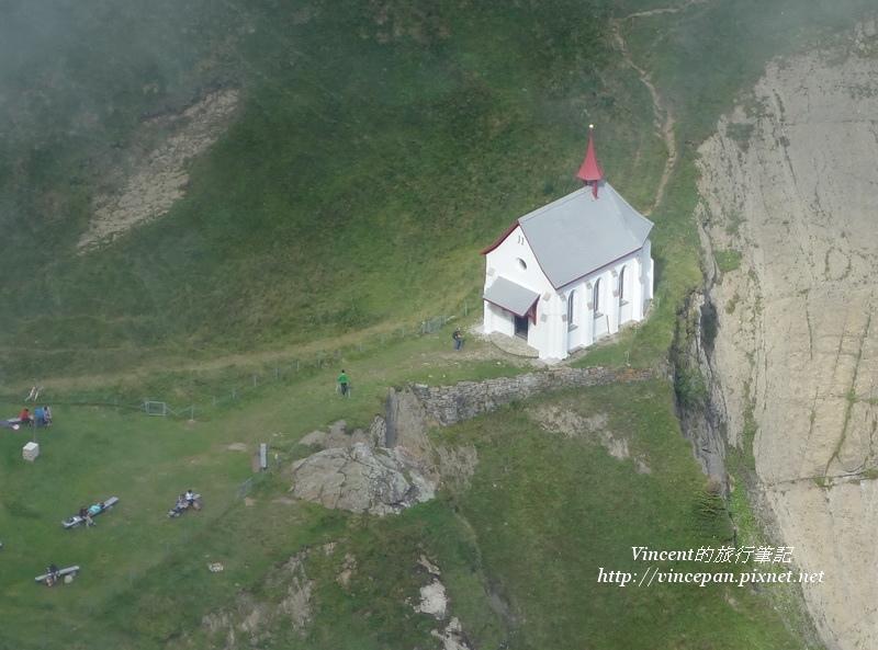 山脊上白色教堂 2