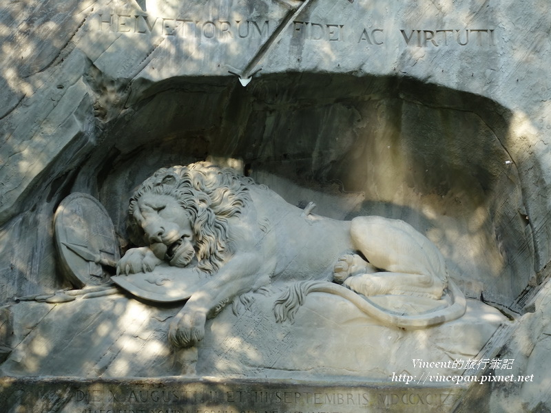 獅子紀念碑2