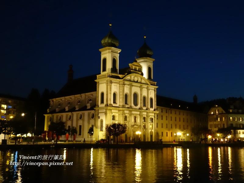 耶穌會教堂的夜景