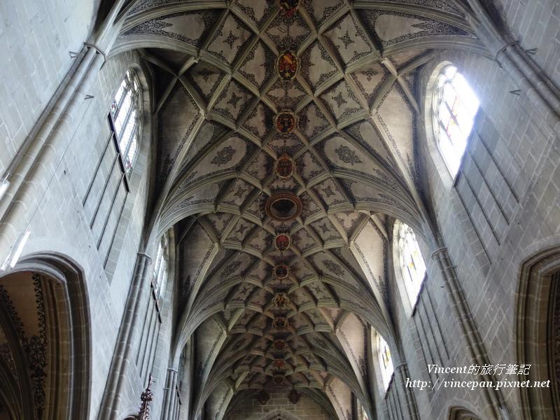 教堂高聳拱頂