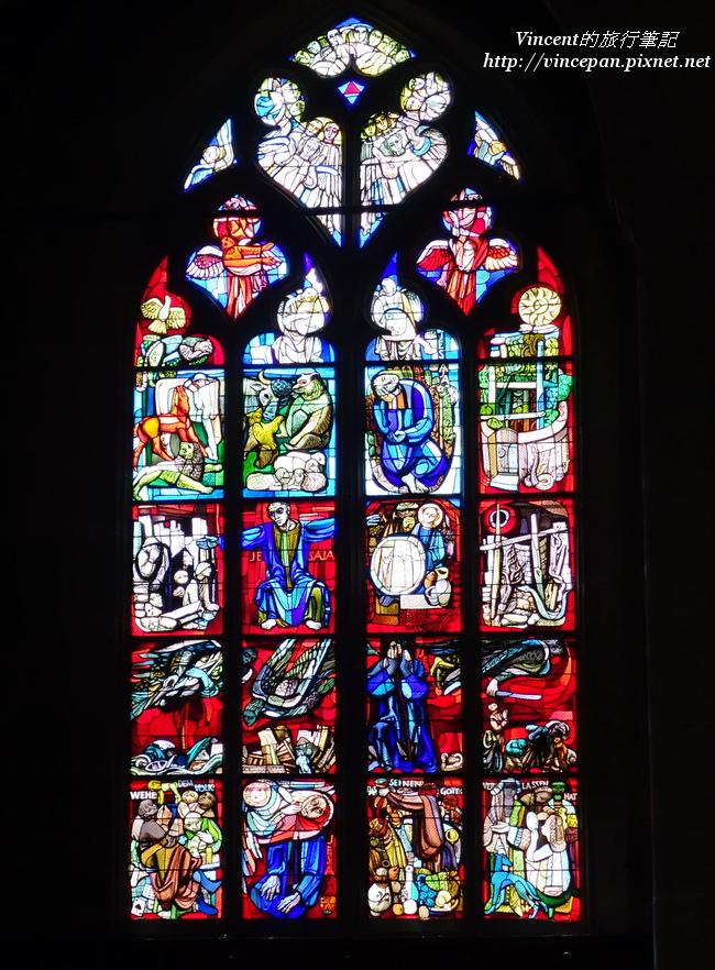 側面的彩繪玻璃
