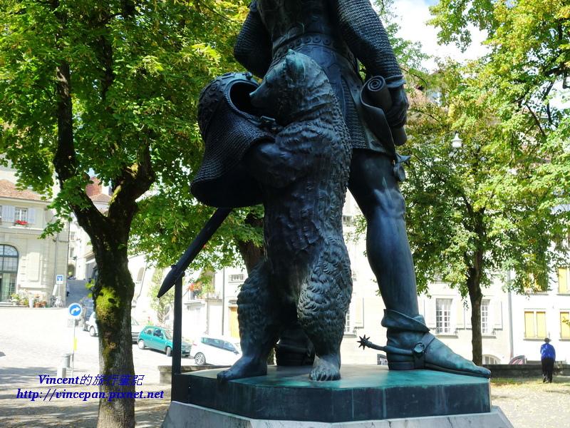 哲林根公爵紀念碑 熊
