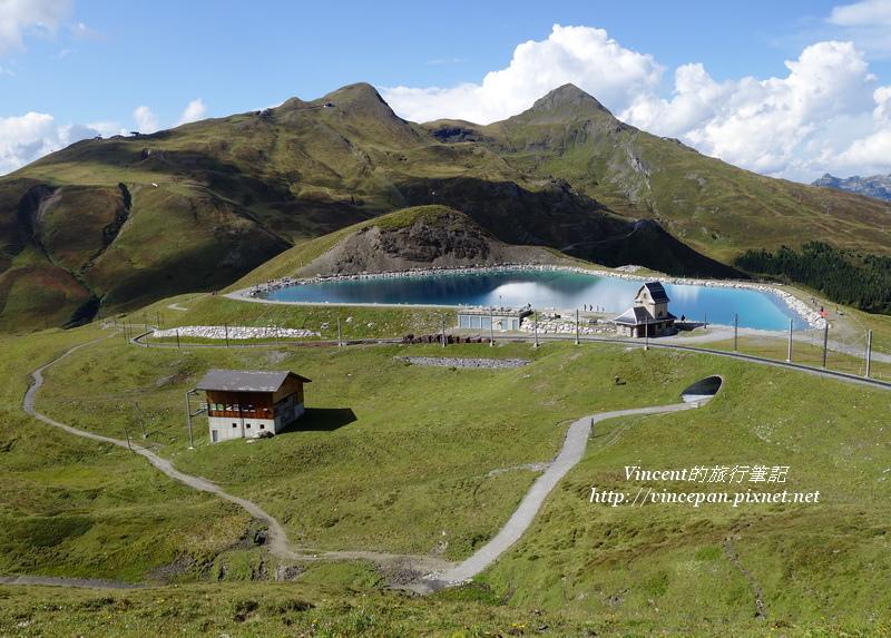 翠綠色湖泊