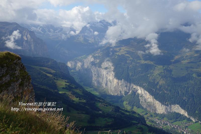 鳥瞰瀑布鎮與山景