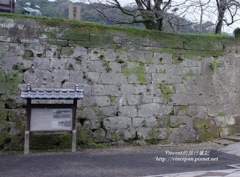 城牆上砲彈痕跡