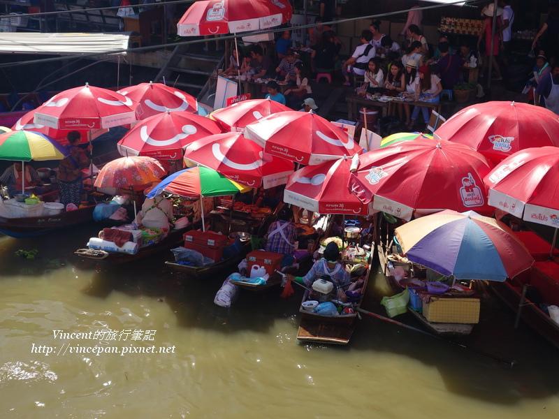 水上船家撐陽傘