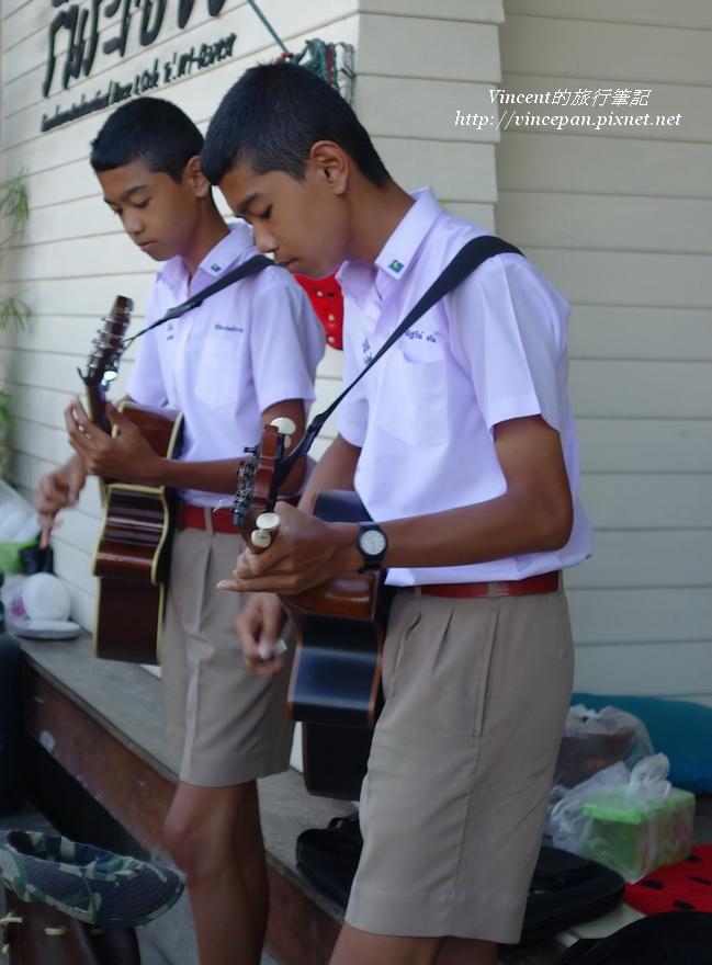 賣藝的國中生