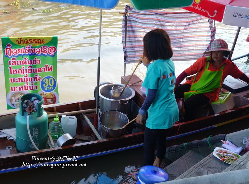 女孩煮米粉