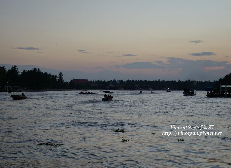 夕陽西下的河景1