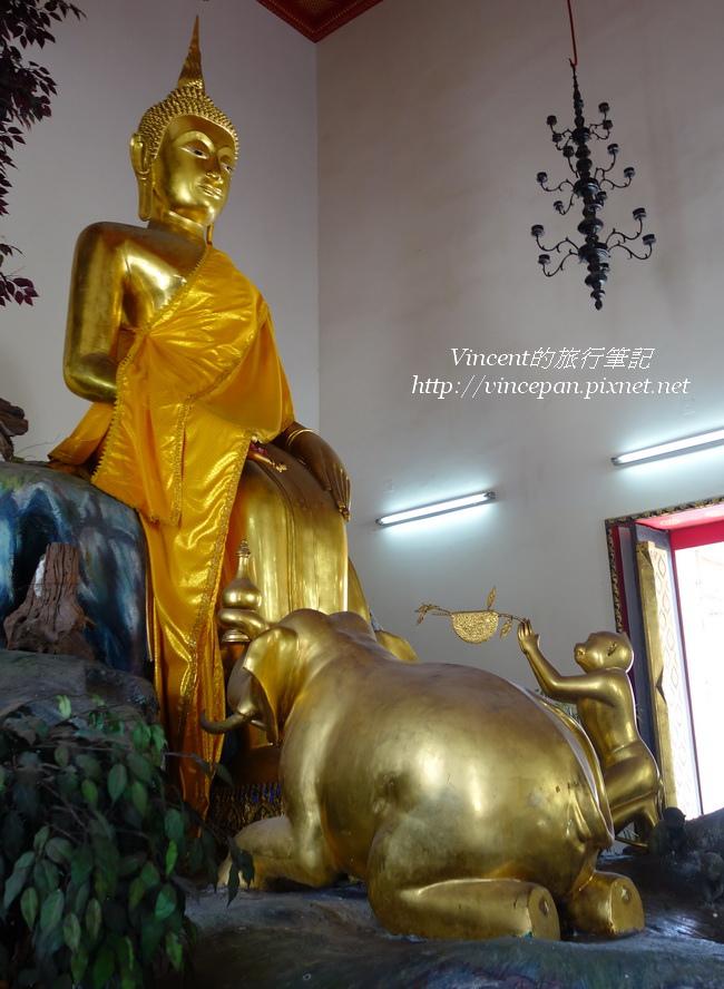佛像受猴子與大象膜拜