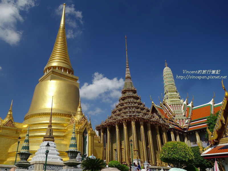 佛塔,藏經閣和碧隆天神殿
