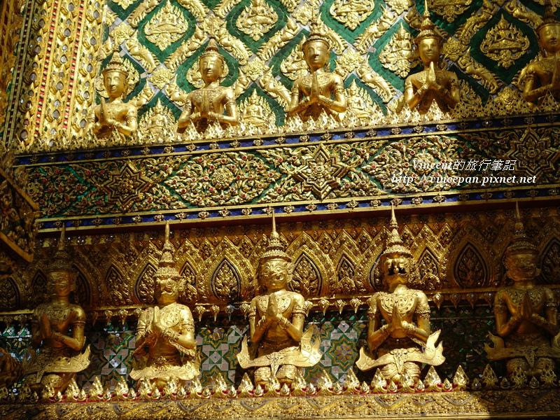 藏經閣周圍雕像