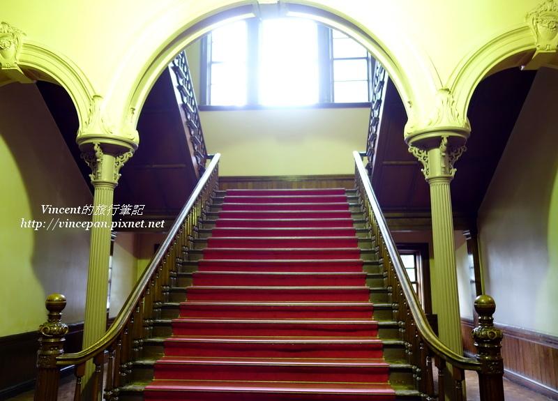 中央的樓梯