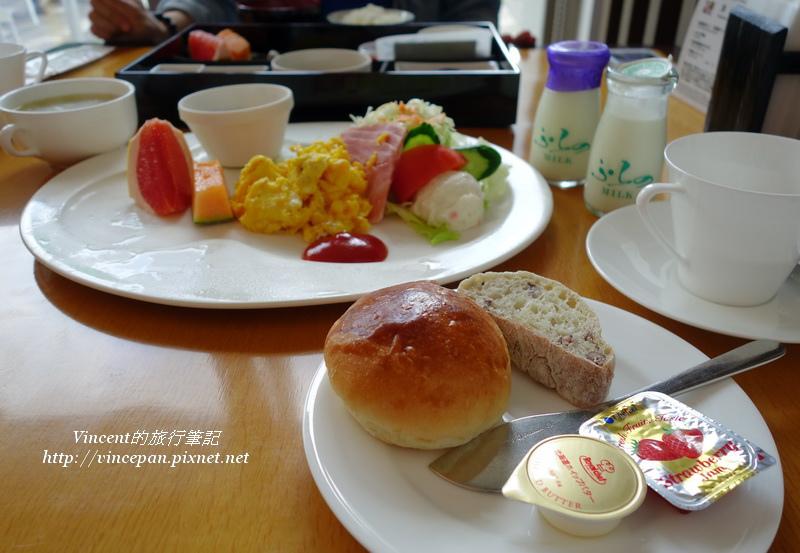Natulux Hotel的早餐1