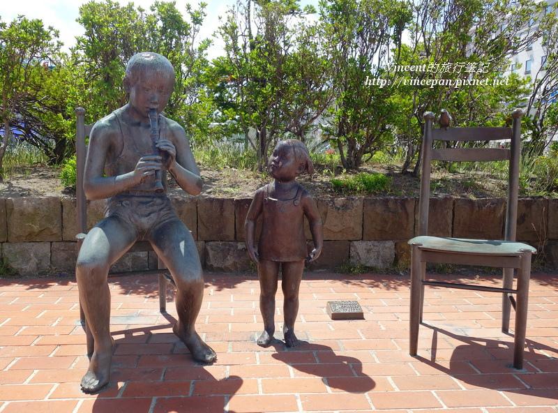 吹樂器雕像