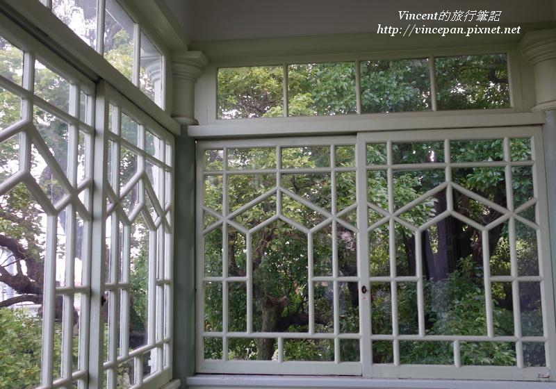 萌黃之館二樓窗框