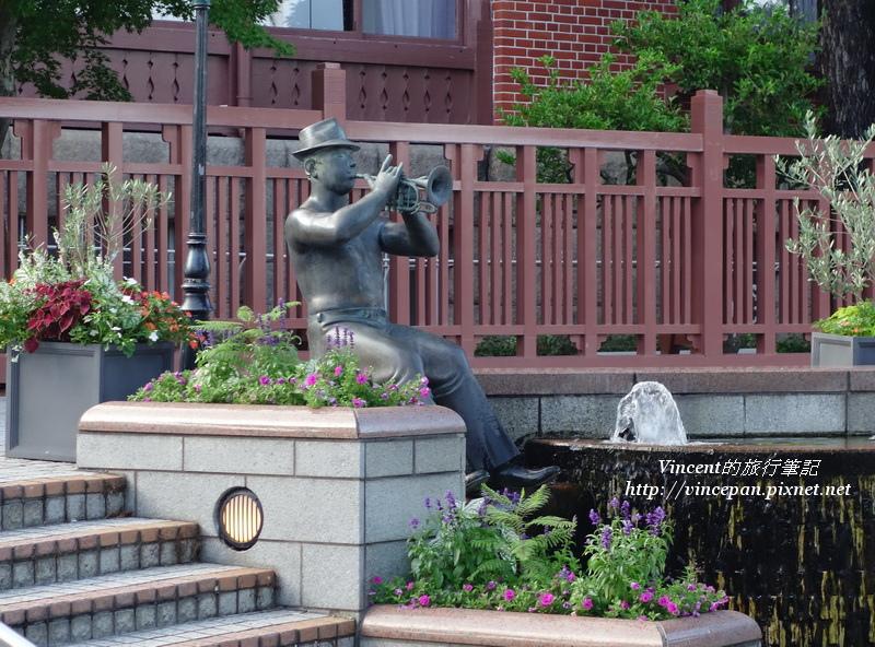 吹小喇叭的雕像