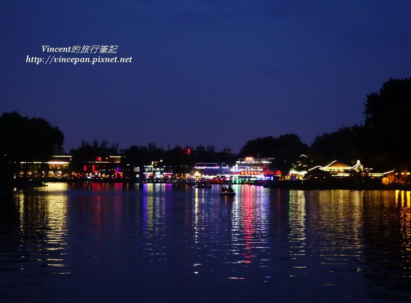 什刹海 夜 湖邊