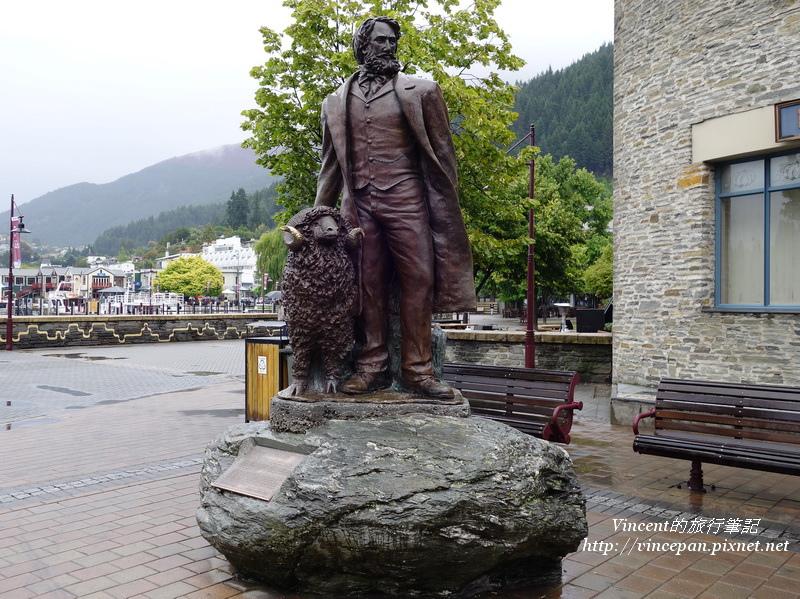 皇后鎮開發者雕像