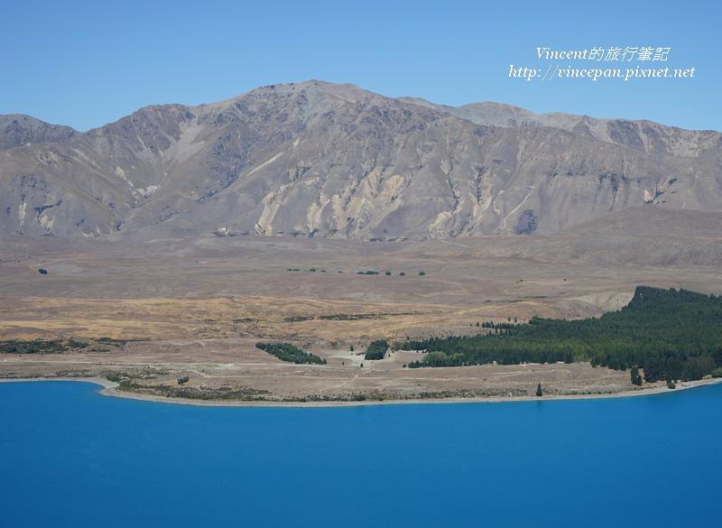堤卡波湖和山巒