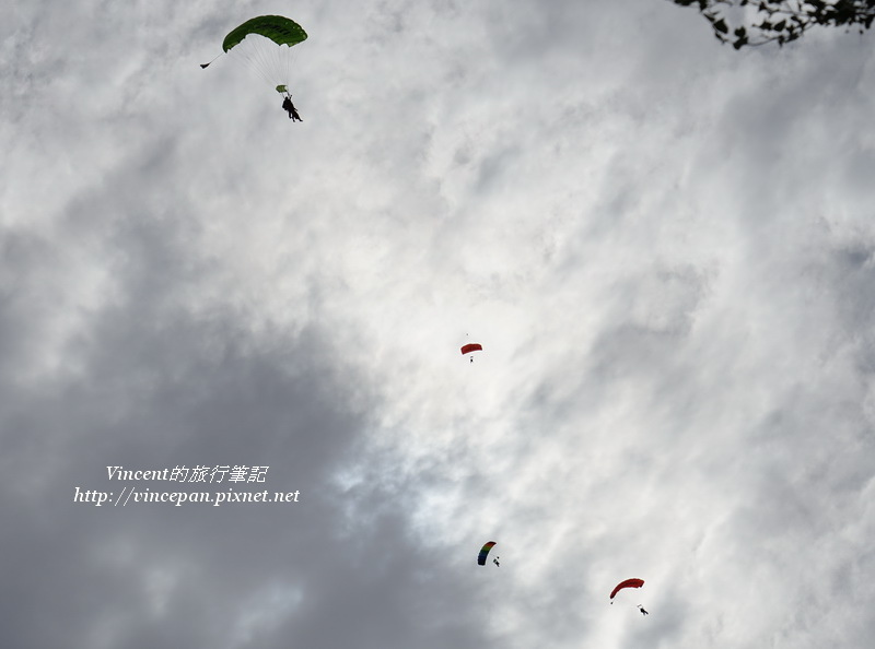 天空中跳傘