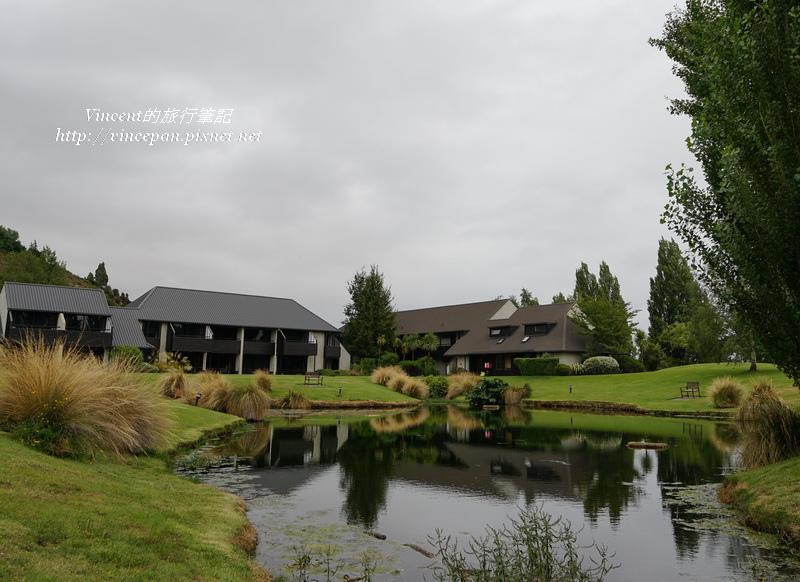Edgewater Resort池塘1