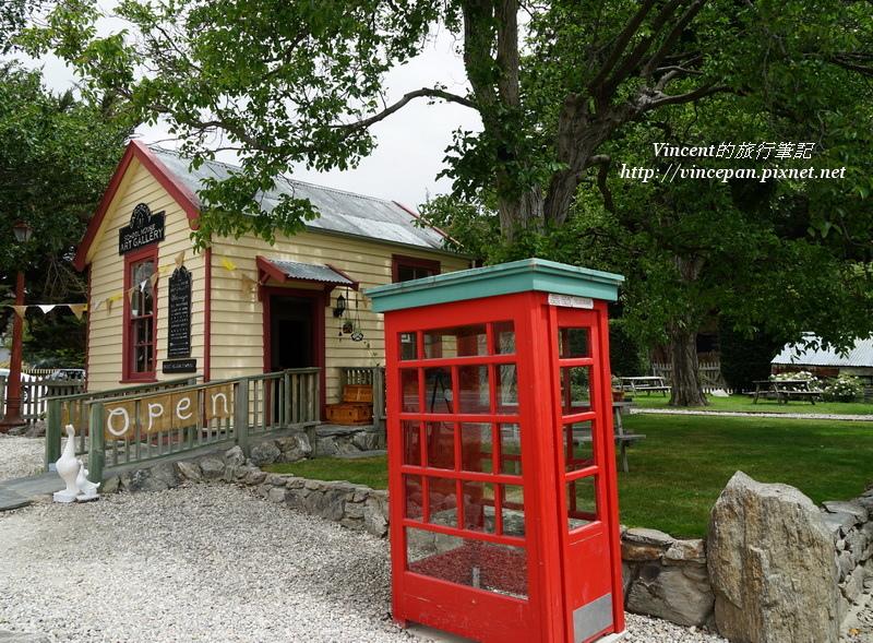 電話亭與小店