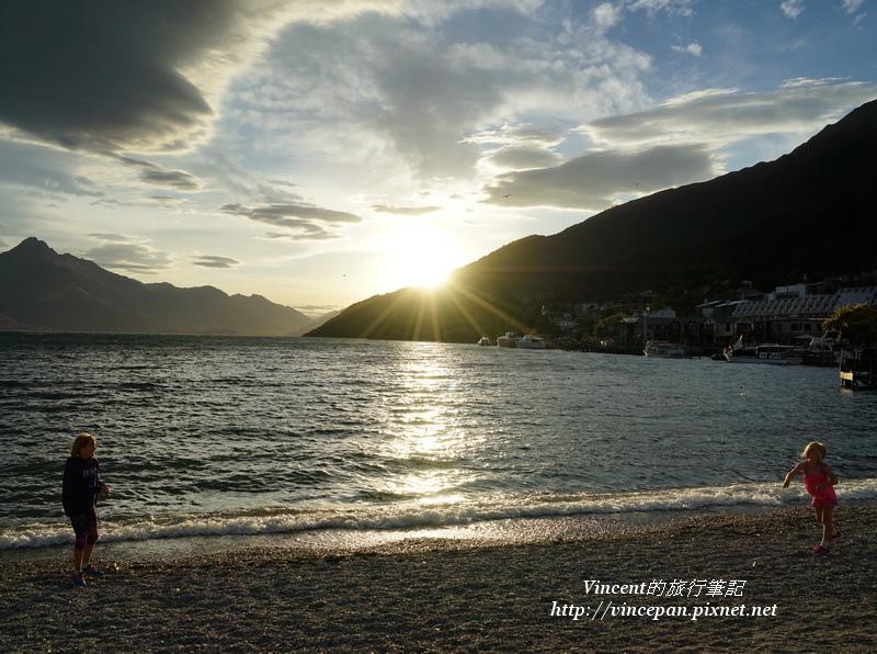 瓦卡蒂波湖 夕陽小孩