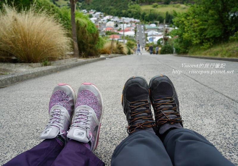 坐著欣賞斜街 鞋