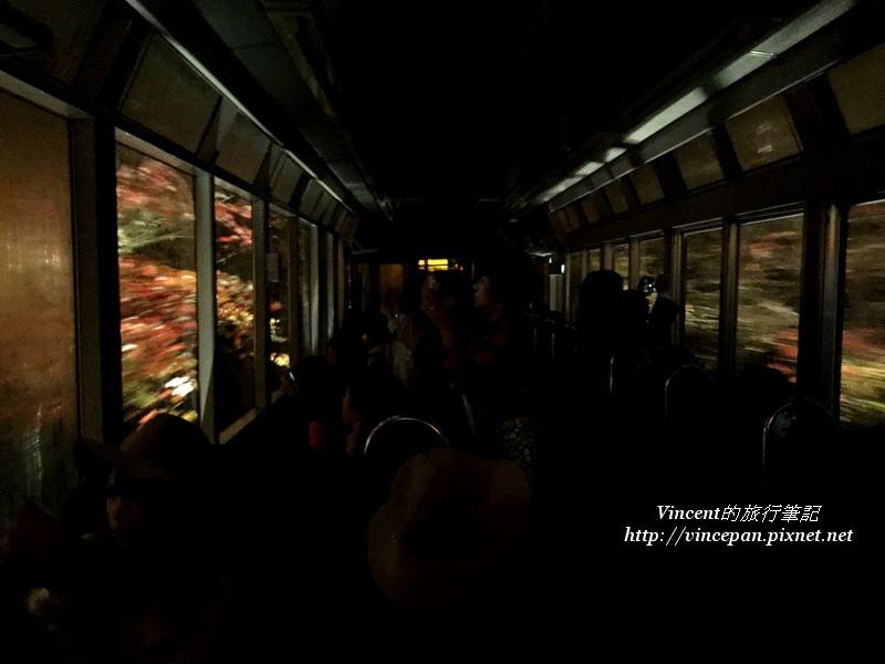 紅葉景觀列車內 關燈